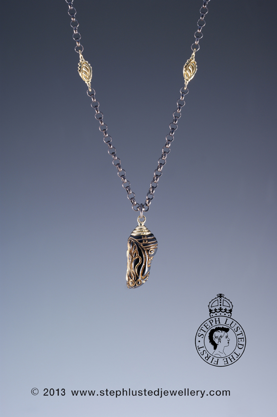 Glass_Chrysalis_Black&Gold_Necklace