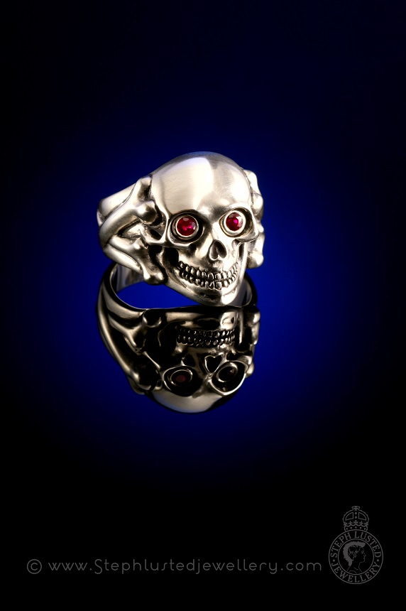 Skull_and_Bones_Ring_with_Ruby_eyes