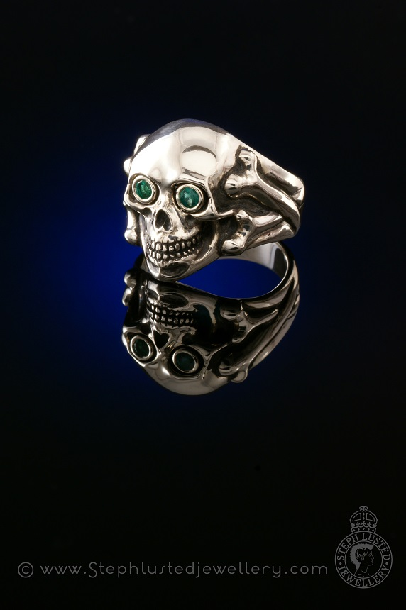 Skull_and_Bones_Ring_with_Emerald_Eyes
