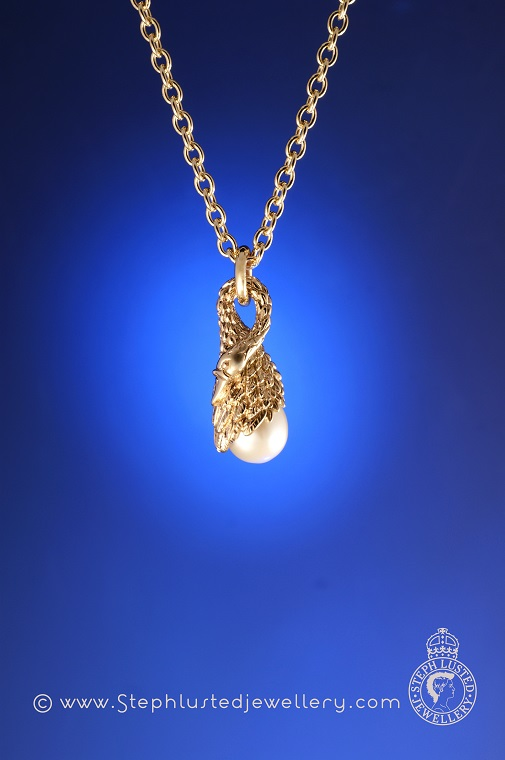 Swan_and_Pearl_Necklace_Gold
