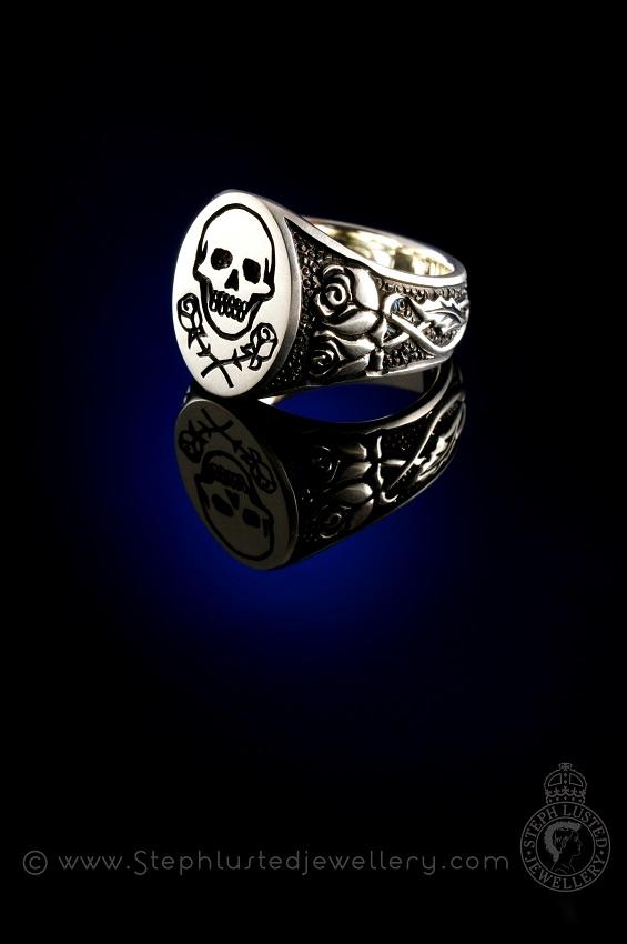 Mens_Signet_Skull_&_Roses_Wedding_Band